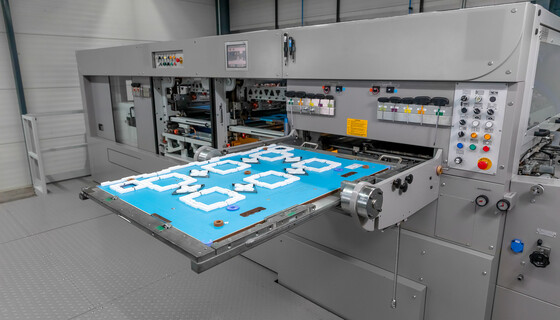 The cutting-die of the calibration tool package for corrugated board for quick calibration of the tools in the die-cutting machine.  | © Marbach Group