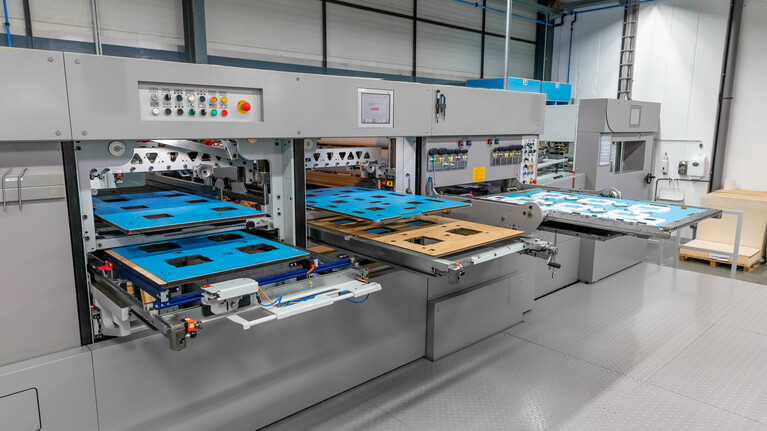 Die-cutting machine with tools of the calibration tool package for all stations. Die-cutting, stripping and blanking.  | © Marbach Group