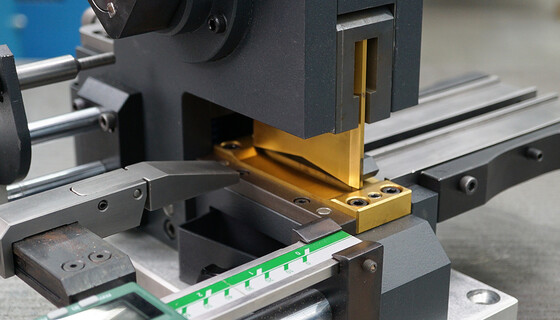 Cutting, nose cutting and notching in one device with the mcut|multi from Marbach Die Supplies  | © Marbach Group