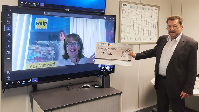 Bianca Kaltschmitt from Help accepted the donation check from Peter Marbach in an online meeting | © Marbach Group