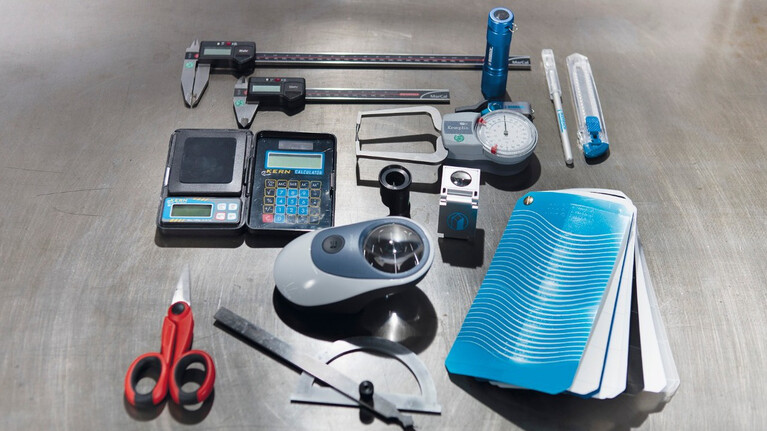 Marbach measuring kit for checking dimensions and quality of packaging from thermoforming tools